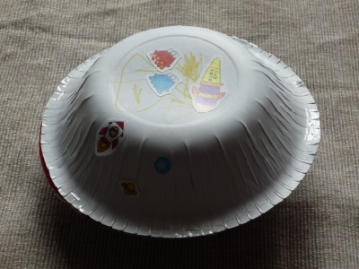 make a paper plate flying saucer