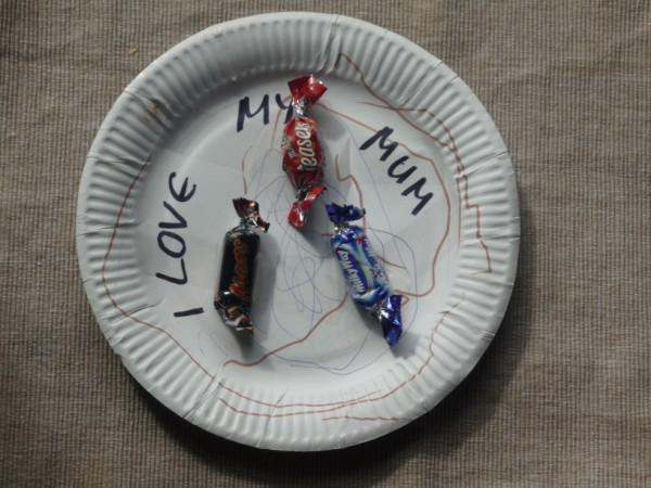 """You are currently viewing """"I love my mum"""" plate with chocolates!"""