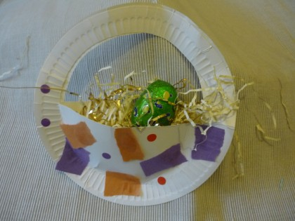 Paper plate Easter basket collage. Art idea for young children
